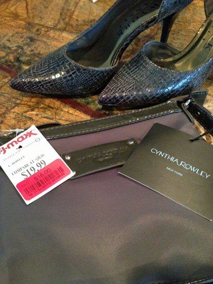 Grey handbag and grey D'Orsay pumps