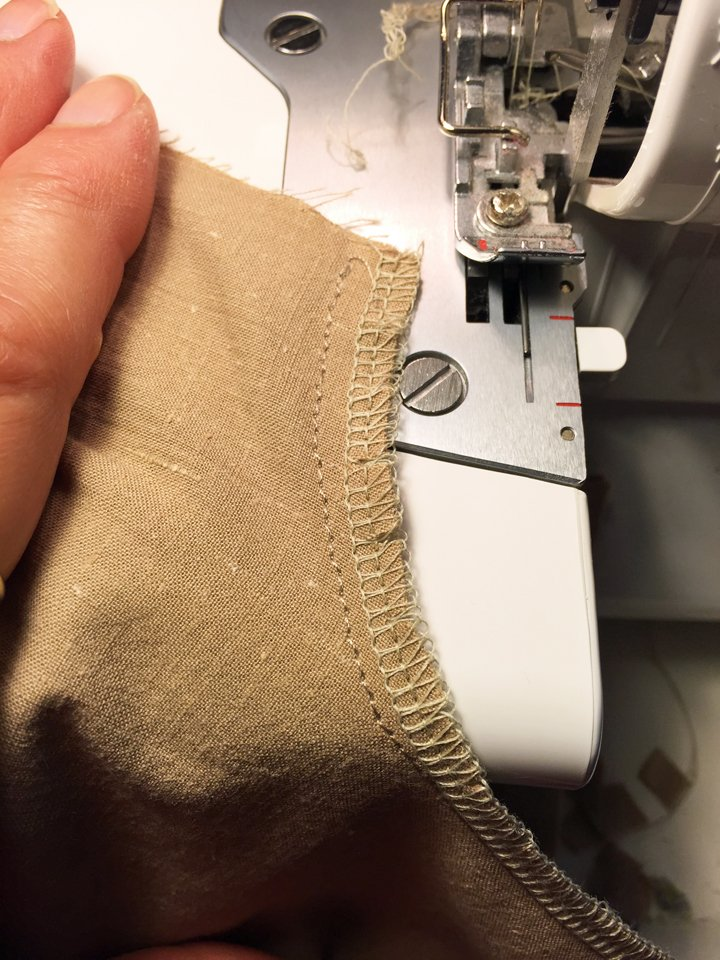 Overlocked curved seam