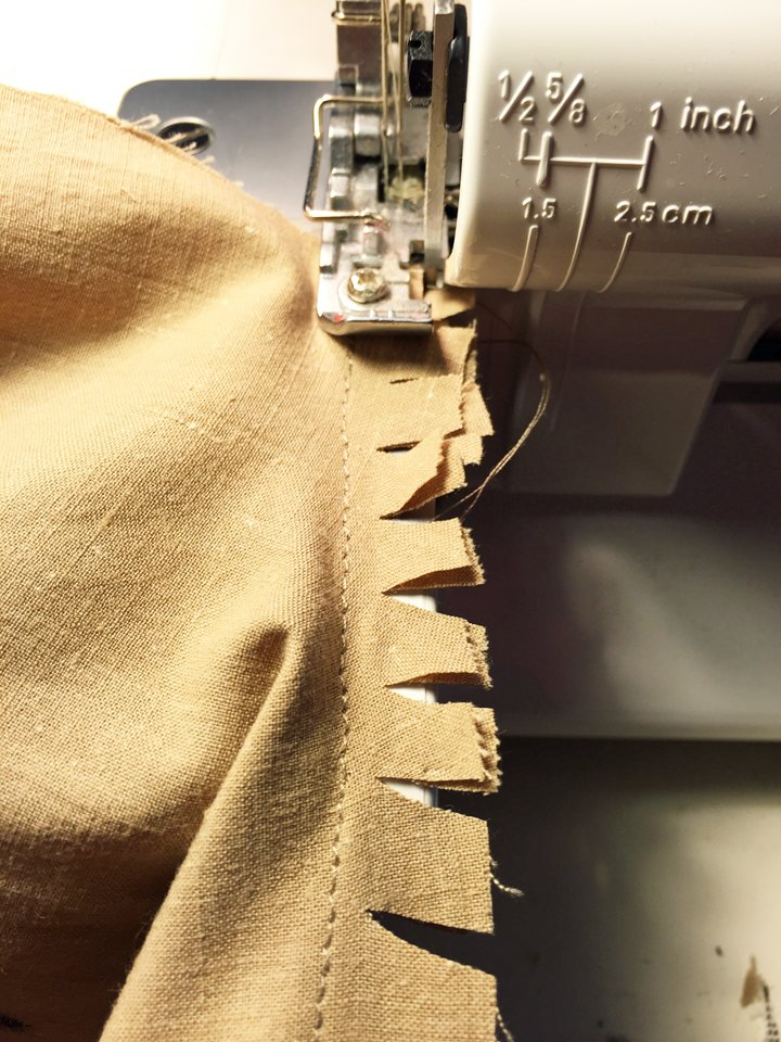 Overlocking a curved seam